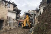 Peri bacalarının yanına yapılan otel inşaatında yıkım