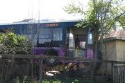Sultanbeylide halk otobüsü gecekonduya çarptı