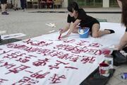 Hong Kongda polise destek gösterisi düzenlendi