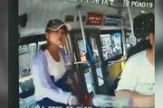 Kendisini ikaz eden otobüs sürücüsüne saldırdı