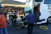 Yolcu otobüsü ile TIR çarpıştı
