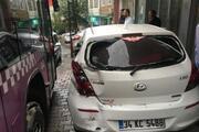 Kağıthanede belediye otobüsü 5 araca çarptı