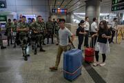 Hong Kongda protestocular AVMyi bastı
