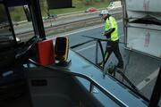 Kağıthanede İETT otobüsü kamyonete çarptı