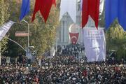 Dolmabahçe önünde tarihi kalabalık
