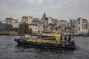 TÜBİTAK Teknesi Haliçte deniz suyunun kalitesini araştırıyor