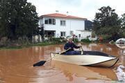 Datçada yağmur; evine kayıkla girebildi
