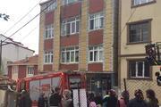 Arnavutköyde binanın çatısı alev alev yandı