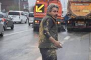 Brandasız hafriyat kamyonundan yola saçılan çamur trafiği durdurdu