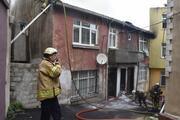 Fatihte gecekondunun çatısında yangın