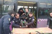 Zeytinburnunda durakta bekleyen otobüse başka bir otobüs çarptı: 15 hafif yaralı
