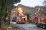Doğal gaz borusu alev aldı, çevredeki evler boşaltıldı