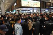 İstanbul Havalimanında bekletilen yabancı yolcular otobüslerle Karabüke gönderildi