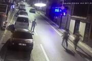 Bursada dehşet anları kamerada...Saçmalar yaşlı adamı öldürüyordu