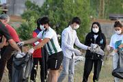 Doğaseverler, piknikçilerin bıraktığı çöpleri topladı