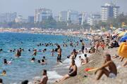 Antalyada hissedilen sıcaklık 47derece; sahiller doldu