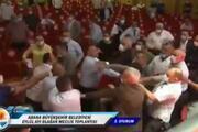 Adanada belediye meclisi fena karıştı