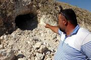 Vanda yol çalışmasında Urartular dönemine ait 2 kaya mezarı bulundu