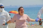 Antalya'da akılalmaz anlar 'Hastayım' diye bağırıp etrafa tükürmeye başladı…