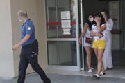 Otelde turistlere Maske tak diyen hemşireye terlikli saldırı