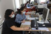 Kocaelinde filyasyon ekipleri sıcaklara rağmen koruyucu kıyafet içinde ev ev gezip koronavirüsle mücadele ediyorlar