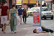 Alkollü vatandaş işlek caddede yürekleri ağza getirdi