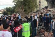 İzmirde şiddetli deprem Enkazdan yaralılar çıkarıldı