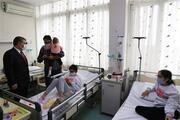 Bakan Koca, hastanede tedavi gören depremzedeleri ziyaret etti