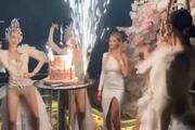 Boğazda lüks yatta sosyal mesafesiz doğum günü kutlaması
