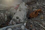 İzmirde depremde yıkılan binaların molozları korunuyor