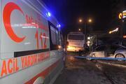 Bursada feci kaza Önce otobüse çarptı sonra durağa daldı: Ölü ve yaralılar var