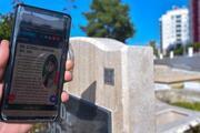 Mezarlıklarda yeni dönem Giderek yayılıyor: Akıllı telefonla tarama yaparak...