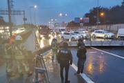 Meteoroloji uyarmıştı İstanbul için saat verildi... Hasdalda yön tabelası yola devrildi