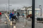 Antalya'da inanılmaz anlar Dev dalgalar yola savurdu….