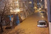 İzmirde sağanak hayatı felç etti