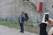 Diyarbakırda surlara çıkılmasını engellemek için tabela ve demir çitin ardından sac bariyer