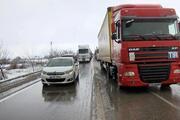 Bursa-İzmir karayolu trafiğe kapandı Kuvvetli kar yağışı ve trafik kazaları...