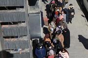 Erzurumda indirimi duyan koronavirüsü unuttu Akın ettiler
