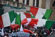 İtalyada sokaklar karıştı İşletme sahipleri polisle çatıştı
