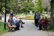 Termometre 41 dereceyi gösterdi Adanalılar koronavirüsü unutup parklara akın etti