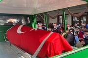 Doktor Osman Arıkan koronavirüs nedeniyle hayatını kaybetti, cenazesinde gözyaşları sel oldu