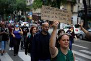 Fransada büyük kaos Kovid-19 kararları protesto getirdi