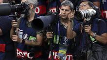 Paris'te AA foto muhabirini yaraladı