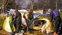 Paris'te bin 400 göçmen tahliye edildi