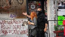 Berlin'de polisle göstericiler çatıştı