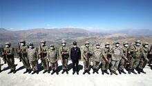 Son dakika... Bakan Akar ve komutanlardan sınırdaki birliklerde denetleme