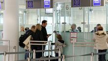 Sahte test belgesiyle Türkiye'ye uçacaktı... Havaalanında yakalandı
