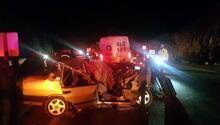 Otomobil kamyona çarptı: 2 ölü, 2 yaralı