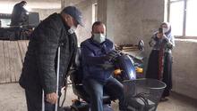 Gurbetçi kadından, memleketindeki engellilere akülü araç