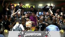 Şampiyon Beşiktaşta futbolculardan Sergen Yalçına sürpriz Basın toplantısını bastılar